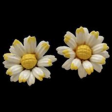 """c1960s White & Yellow Enamel Metal Daisy Flower 1"""" Clip Earrings"""