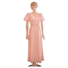 """c1970s E'n C Jr. / Division of Marta 'D """"Pretty in Pink"""" Textured Eyelet Fabric Short Butterfly Sleeved Maxi Dress - Size 9"""