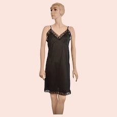 c1970s Wondermaid Black Nylon & Lace Full Slip ~ Size 38
