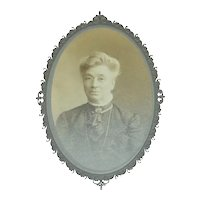 Signed Original Victorian Era Elegant Older Woman in Spectacles & Classic Neck Brooch Cabinet Card Photograph