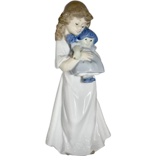 """c1989 Nao by Lladro Daisa """"Girl with Doll"""" Handmade in Spain Porcelain 8"""" Figurine Sculpture"""