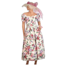 c1980s Jessica McClintock Pink & Purple Floral Print w/ Crinoline Petticoat White Semi-Formal Dress - Size 7/8