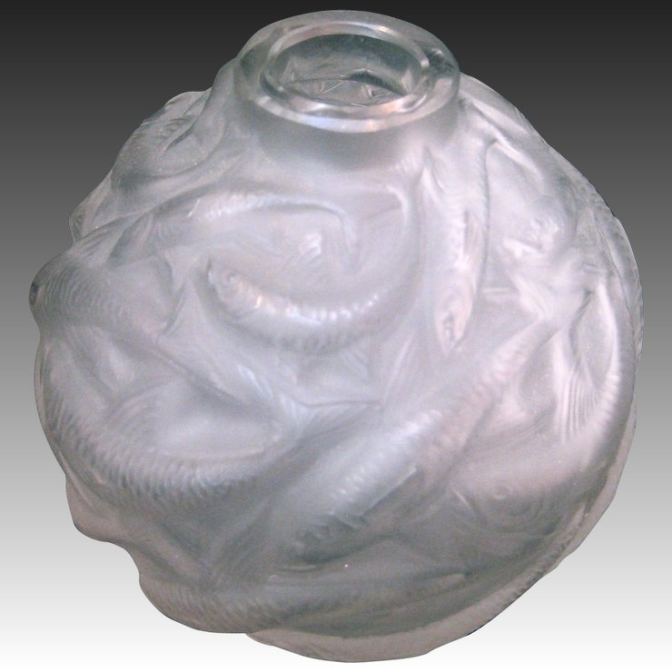 R Lalique Oleron Frosted Glass Vase With A School Of Fish Circa