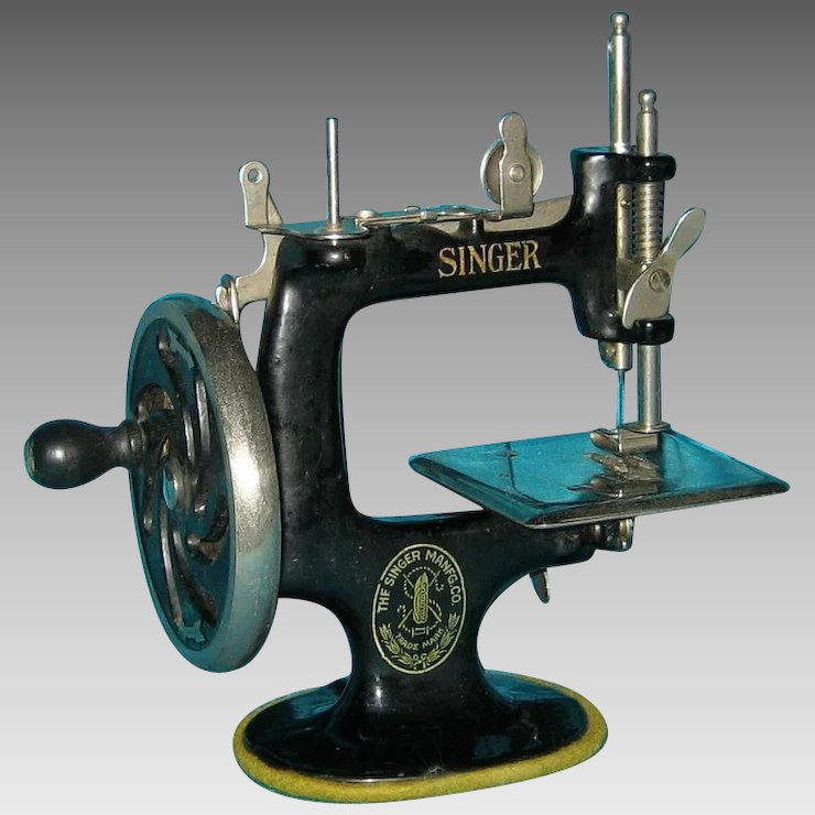 Antique Child's Singer Sewing Machine 40's Lynne's Collection Amazing 1920 Sewing Machine