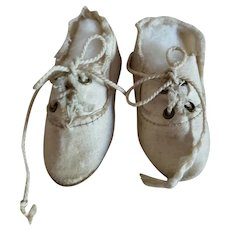 """2 1/4"""" White Cloth Laceup Shoes"""