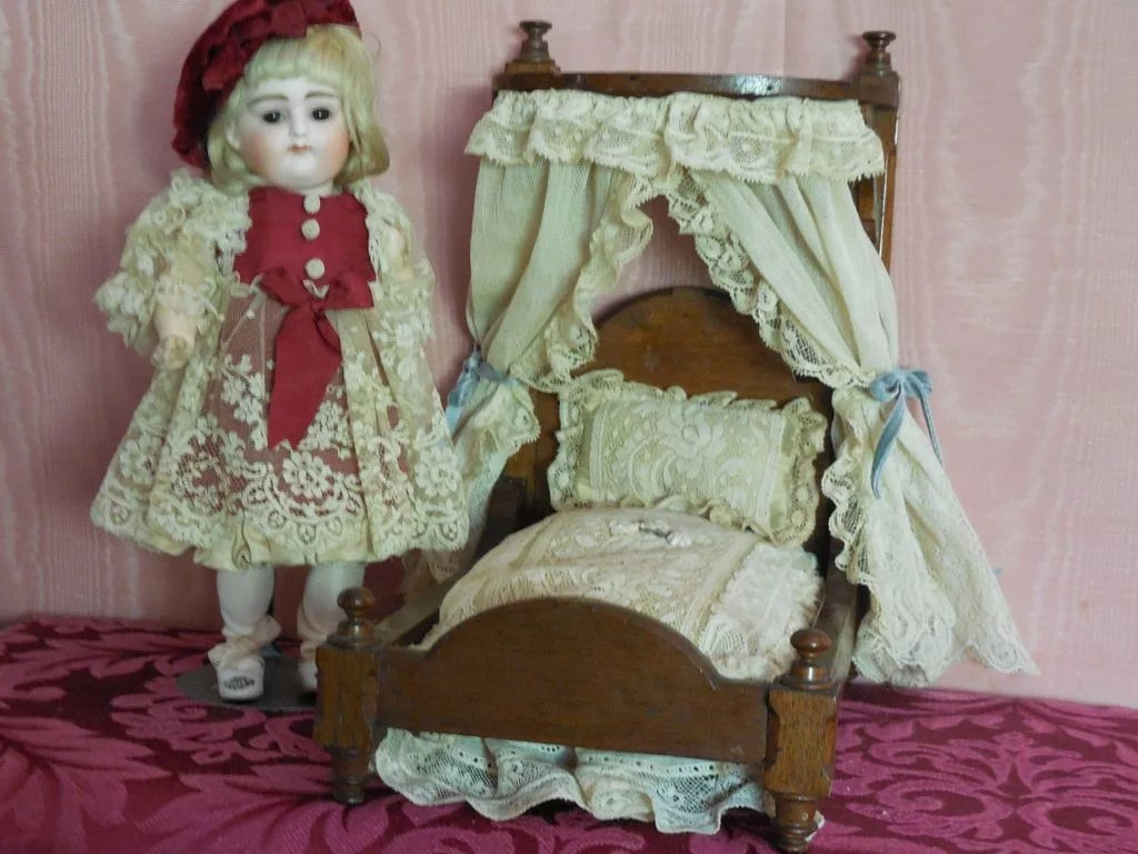 Small Room Size Doll Bed Mary S Antique Dolls And