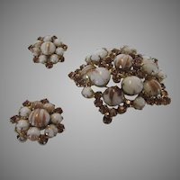 Vintage Juliana Art Glass Set With Pin and Earrings in Brown and White