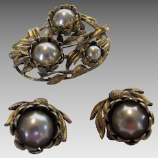Vintage Pin and Earring Set in Goldtone and Faux Pearls