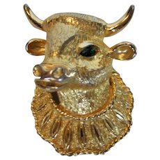Vintage Castlecliff Green Eyed Cow Pin in Goldtone