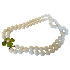 Vintage Hobe Summer White Beads Necklace With Green Enamelled Flower Clasp