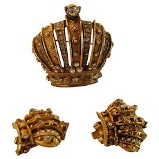 Vintage Art Signed Crown Set with Matching Pin and Clip Earrings in Goldtone with Clear Crystal and Faux Pearl Accents