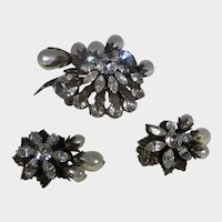 Vintage Signed Regency Pin and Matching Clip On Earrings With Beautiful Crystals and Faux Pearls
