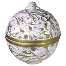 Herend Gold White Reticulated Trinket Box Potpourri With White Raspberry Finial