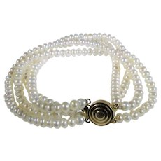 14 Karat Yellow Gold Clasp on  Cultured Freshwater Pearl Bracelet