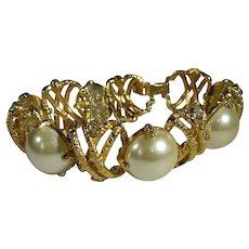 Vintage Signed Goldtone Bracelet With Large Faux Pearls