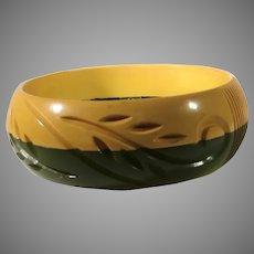 Bakelite Laminated Carved Gold and Olive Bangle