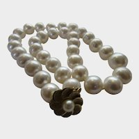 Pearl Necklace With Freshwater Pearls and  14 Karat Yellow Gold Clasp