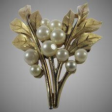 Vintage Crown Trifari Brushed Goldtone Leaf Pin With Faux Pearls