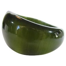Vintage Moonlight Lustre Lucite Bangle in Olive Tones