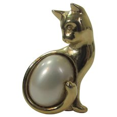 Trifari Goldtone Cat Pin with Faux Mabe Pearl Body