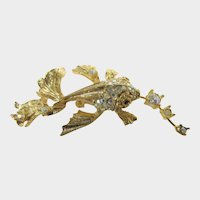 Vintage Goldtone Fish Blowing Bubbles Pin