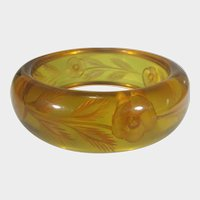 Bakelite Reversed Carved Applejuice Bangle in Floral Theme