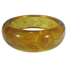 Bakelite Reversed Carved Applejuice Bangle in Floral Theme