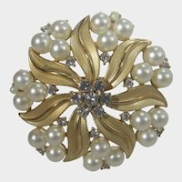 Vintage Crown Trifari Gold Tone Flower Pin With Faux Pearls and Clear Crystals