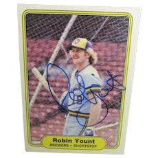 1982 HOF Shortstop Robin Yount Topps Autographed Card #155