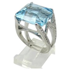 18kt. White Gold Aquamarine and Diamond Ring