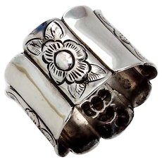 Sanborns Lobed Floral Napkin Ring Sterling Silver Mexico