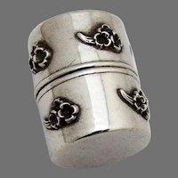 Applied Daisy Thread Holder Sterling Silver 1900
