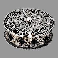 Small Oval Filigree Pill Box 800 Silver 1900