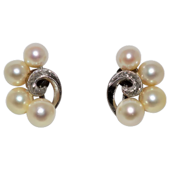 White Gold Cultured Pearl Earring