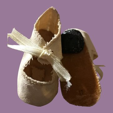 Ivory Colored Oilcloth Doll Shoes with Heel