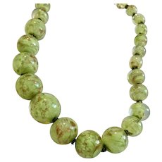 Vintage Made in Italy Murano Gold-Foiled Green Glass 15 Inch Necklace