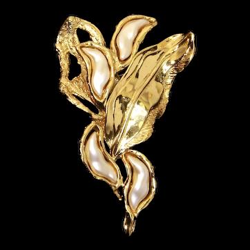 Trifari Jonathan Bailey designer 'Sculpturesque' Brooch –'Leaves' – Baroque faux Pearl – 1970