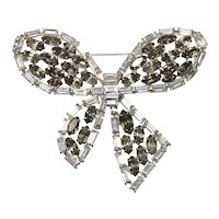 Coro Vendome – Fabulous Bow Brooch – White Diamante Baguette and Smoky Gray Rhinestones – Articulated – 1960s