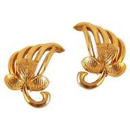 Stylish Schiaparelli Leaf Pattern Clip Earrings