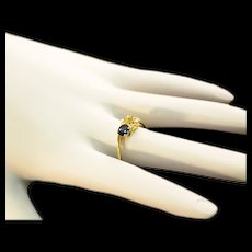 Vintage 18 Karat Gold Sapphire and 4 Diamonds Modernist Ring