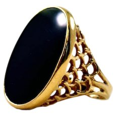 Vintage 14K Gold and Onyx Ring - Classic Beauty