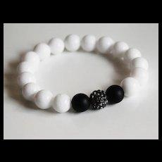 White Agate and Matte Black Onyx Beaded Bracelet - Stretch Bracelet