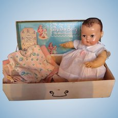 "Vintage ""GORGEOUS"" ""VERY RARE""  Effanbee Dy-Dee Doll Lou 20"" - Brunette Mold II in her Original MINT Dress- with her Trunk -- HAPPY NEW YEAR !!!"