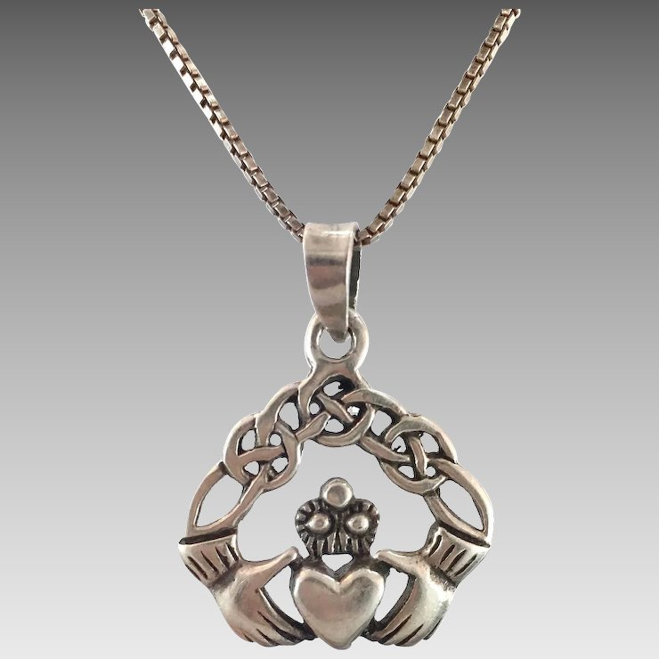 pendant product gold to claddagh estreet welcome yellow