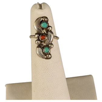 Vintage Southwest Navajo Style Sterling Silver Ring Size 5.
