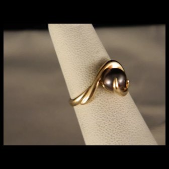 Vintage Gold and Black Pearl Ring Size 5 1/2