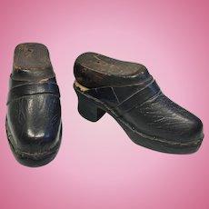 Antique Leather Wood Doll Shoes with Original Cobbler Wood Shoe Forms Lasts Salesman Sample