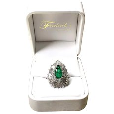 Vintage Pear-shaped Emerald & Baguette Ring