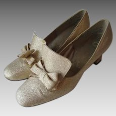 Gold Metallic Lame Shoes Vintage 1960s Mod Womens Holiday Party Pumps Bows