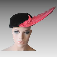 Italian Avant Garde Womens Hat Vintage 1940s Black Velour Red Bird Wing Feather